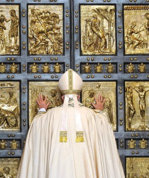 Pope Francis closes Holy Door with a final special message