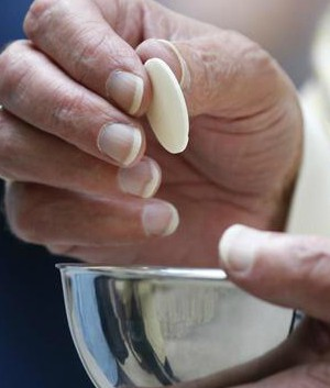 Spanish judge dismisses charges against Eucharist thief