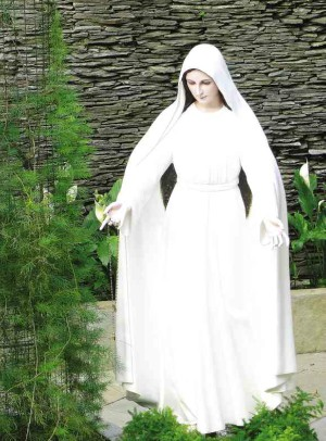 What does the Holy See have to say about the Lipa Marian apparitions?