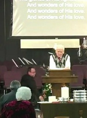 Amazing pastor handles hilarious accident during Christmas service