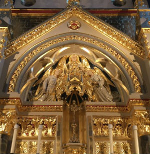 London's famed 'actors' church' reveals marvelously beautiful new altar honoring God