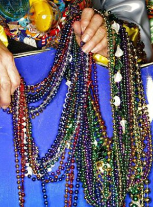Priest shares Living Rosary on Mardi Gras to bring people back to God