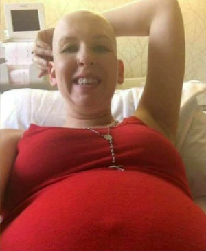 Mother beats cancer while pregnant with twins - Then tragedy strikes