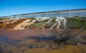 On February 11, 2017, water topped the Oroville spillway as the dam threatened to give way under the immense pressure of a full reservoir and eroding rainfall.