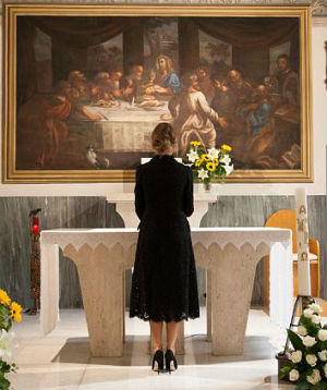 Melania prayed inside the chapel. [Photo by: AFP/Getty Images]