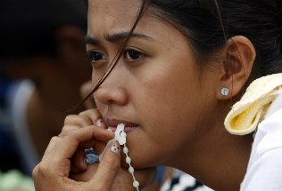The people of the Philippines are using the rosary to fight back against violence.