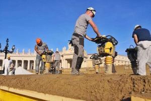 Artists begin work on Vatican Christmas nativity
