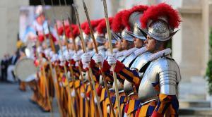 La Guardia Suiza celebra su aniversario e introduce un cambio en su uniforme