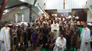 Ordenan por primera vez sacerdote a miembro de una tribu de Indonesia