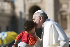 Pope Francis tells medical professionals to defend life