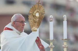 Pope Francis: Discover the beauty of prayer in adoration