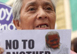Image of Philippine 'comfort women' demand to be recognized (Lino Escandor II).