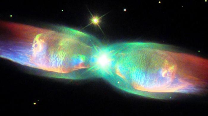 NASA captures space 'butterfly' with Hubble Space ...