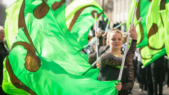 Hundreds of performers and puppets appear for London