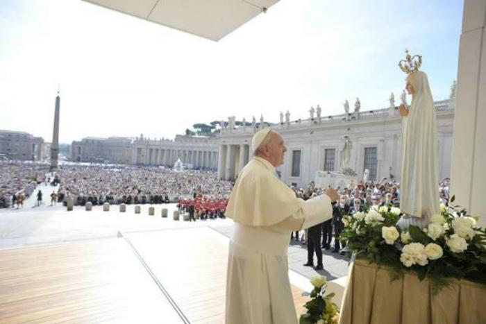 Pope Francis with a statue of Our Lady of Fatima at the Wednesday General Audience in St. Peter
