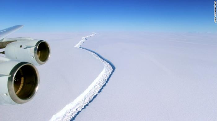 The rift that caused the iceberg was photographed in detail last year. Because of the darkness and conditions in Antarctica, no clear pictures of the iceberg have been taken yet.