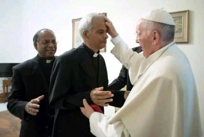 Pope Francis gives Fr. Tom a blessing.