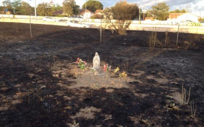 A fire at a military base in Spain, did not dare burn this statue or the space around it.
