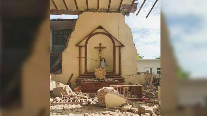 This statue survived the massive quake in Mexico, despite the collapse of the church all around it.