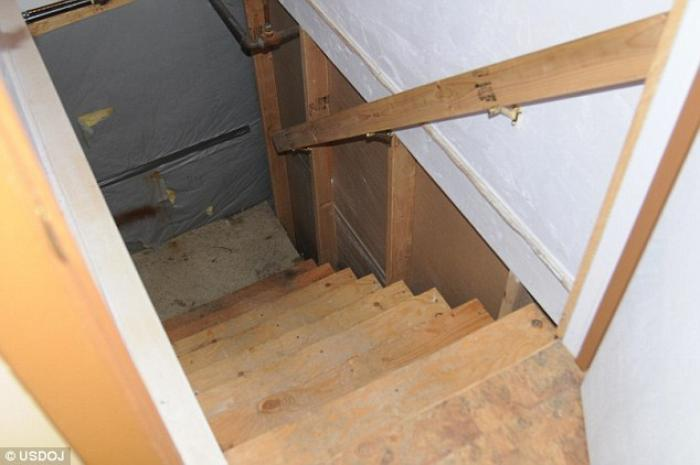 A secret staircase leading to the dungeon was found.