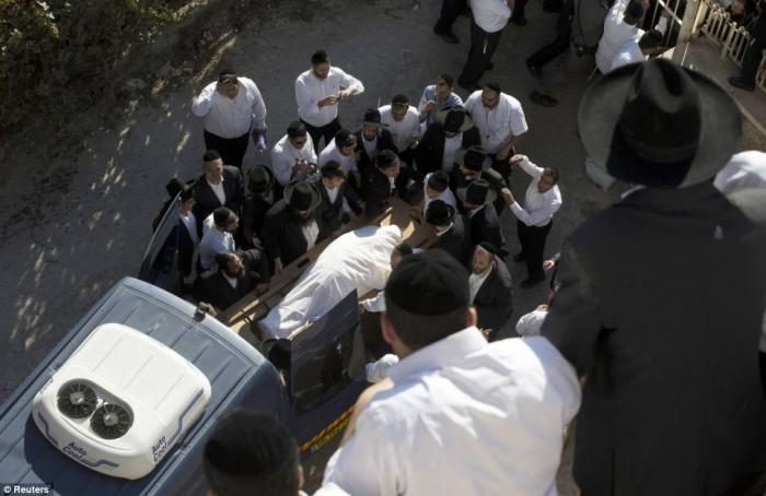 The procession started in the district of Geula and ended at Sanhedriya cemetery.