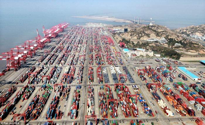 The Port of Yangshan handles about 8,000 containers per day on average.