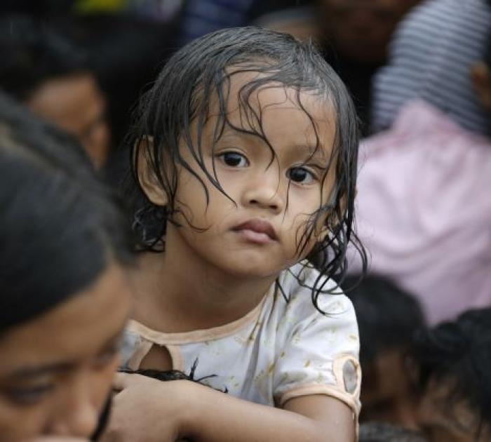 Super Typhoon Kills 10,000 in The Philippines