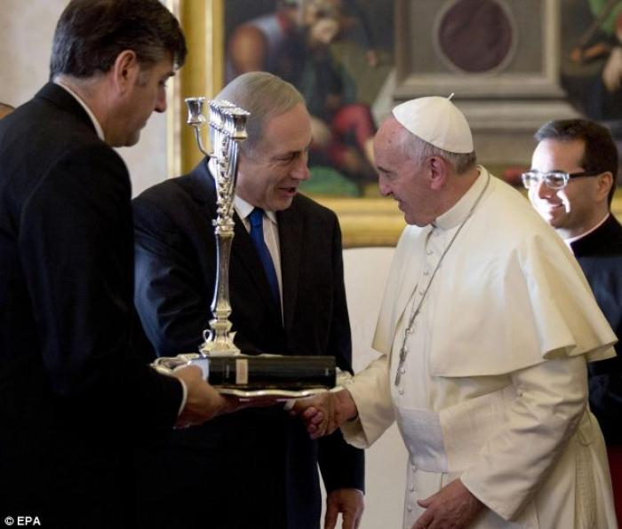 Israeli Prime Minister Benjamin Netanyahu presented Pope Francis with a Menorah and a book on the Sp