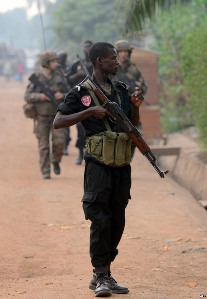 Local police have started patrolling Bangui with the French military in a bid to restore order.