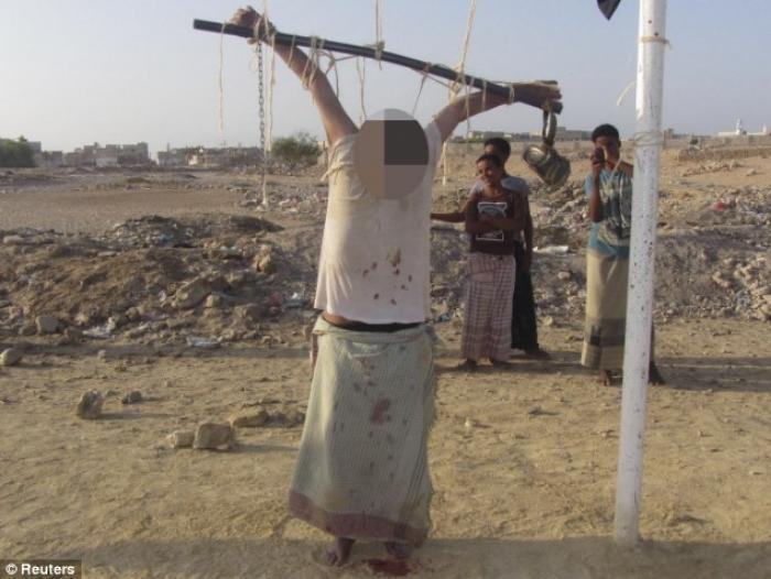 WARNING GRAPHIC: Supposed 'US spy' is crucified in Yemen