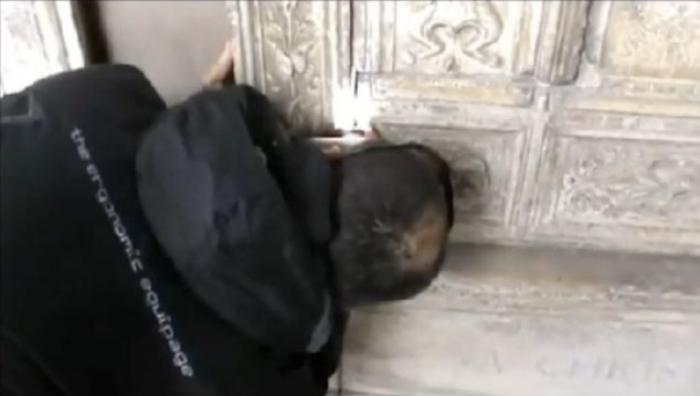 Medieval history scholar Raffaello Glinni said that the 16th century tomb (pictured) is covered in i