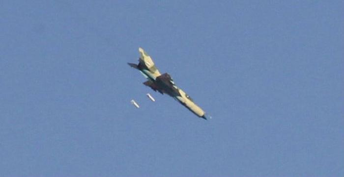 Syrian jets strike targets around an airbase that was recently captured by the Islamic State.