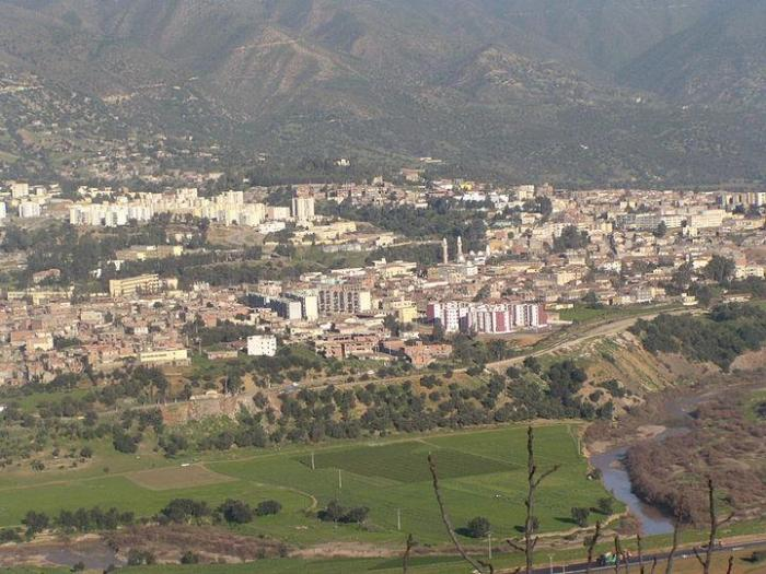 The proximity to the Zbarbar Mountains in the department of Bouira and Sidi Ali Bounab in the depart