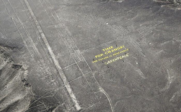 The hummingbird Nazca line in Peru, during the Greenpeace stunt.