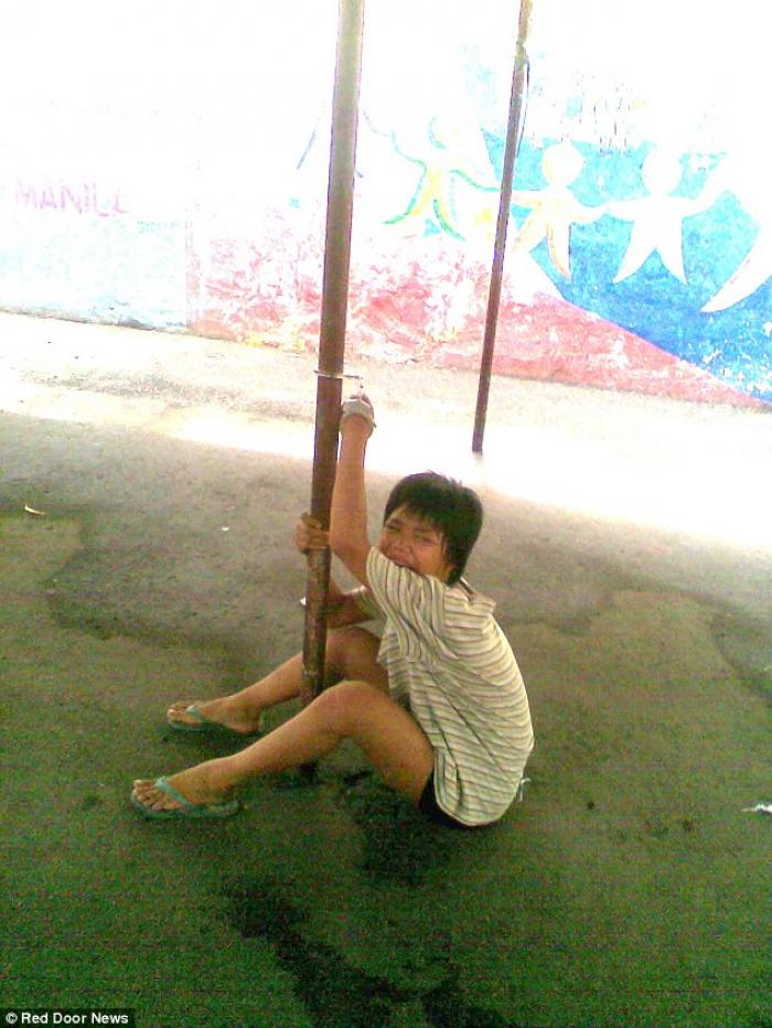 girl chained to pole in Philippines detention center